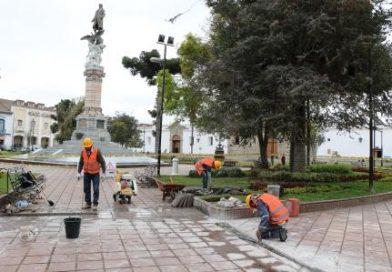 Moderno Sistema De Iluminación Para El Parque Maldonado Y La Fachada De La Iglesia De La Catedral